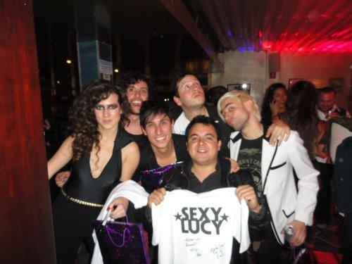 Sexy Lucy con uno de sus fans (Manuel Santana)