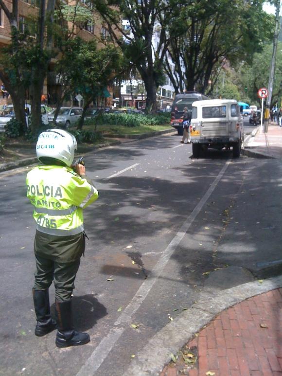 Policía impone multa utilizando tecnología