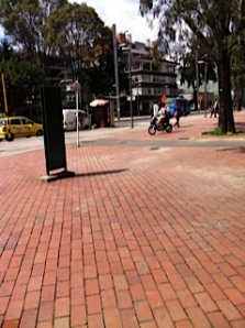 Moto sobre Plaza