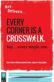 Cada esquina es un cruce peatonal.  Sí, cada esquina.