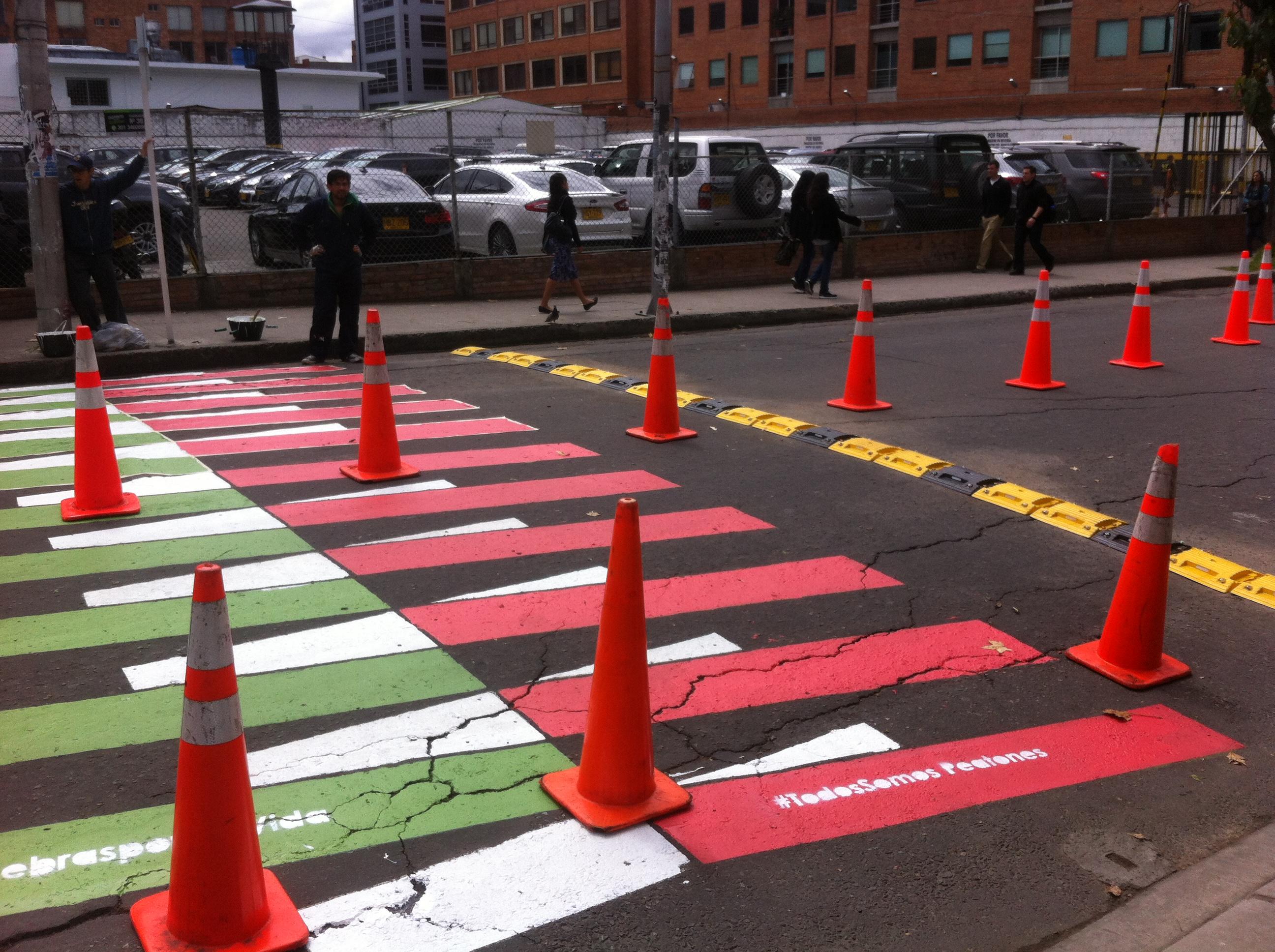Instalación de reductores de velocidad en punto crítico del Parque.  Elementos de diseño que protegen a peatones.